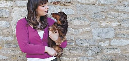 Emilie Clark with dog Mia